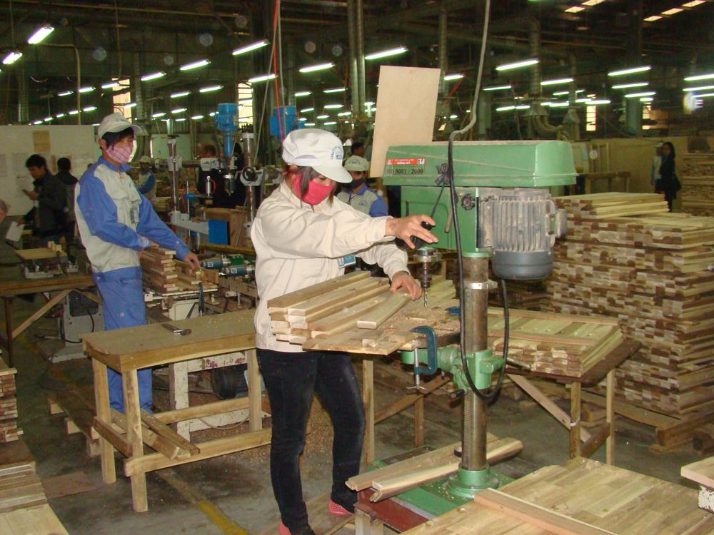 Vietnam a regional timber processing hub low res